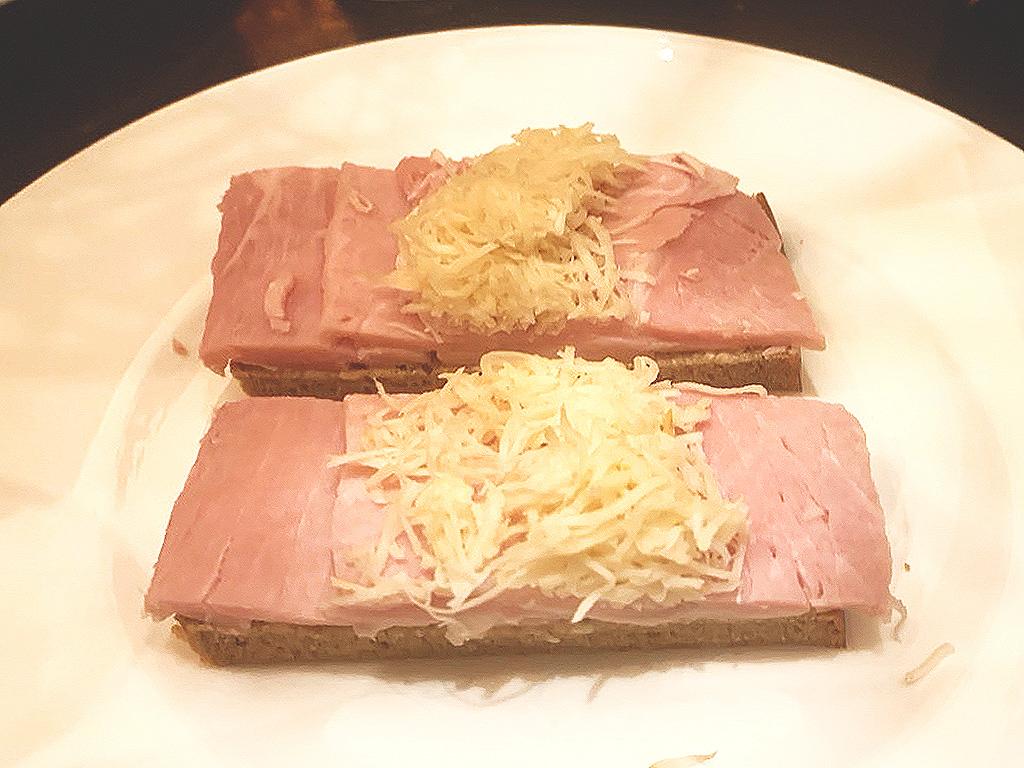 horseradish on ham