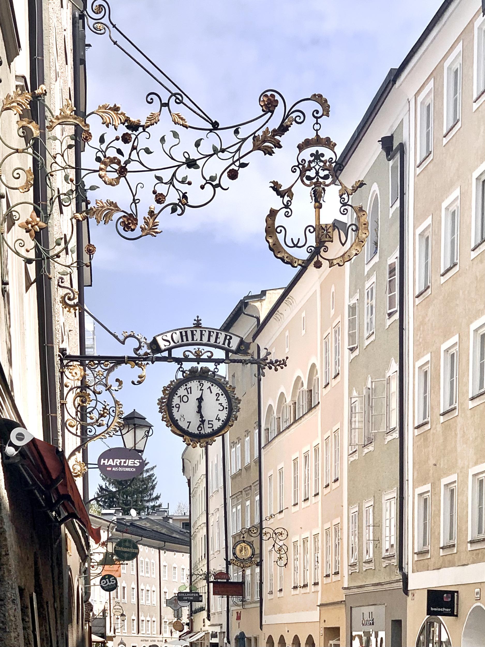 Nose shields in Linzer Gasse Salzburg