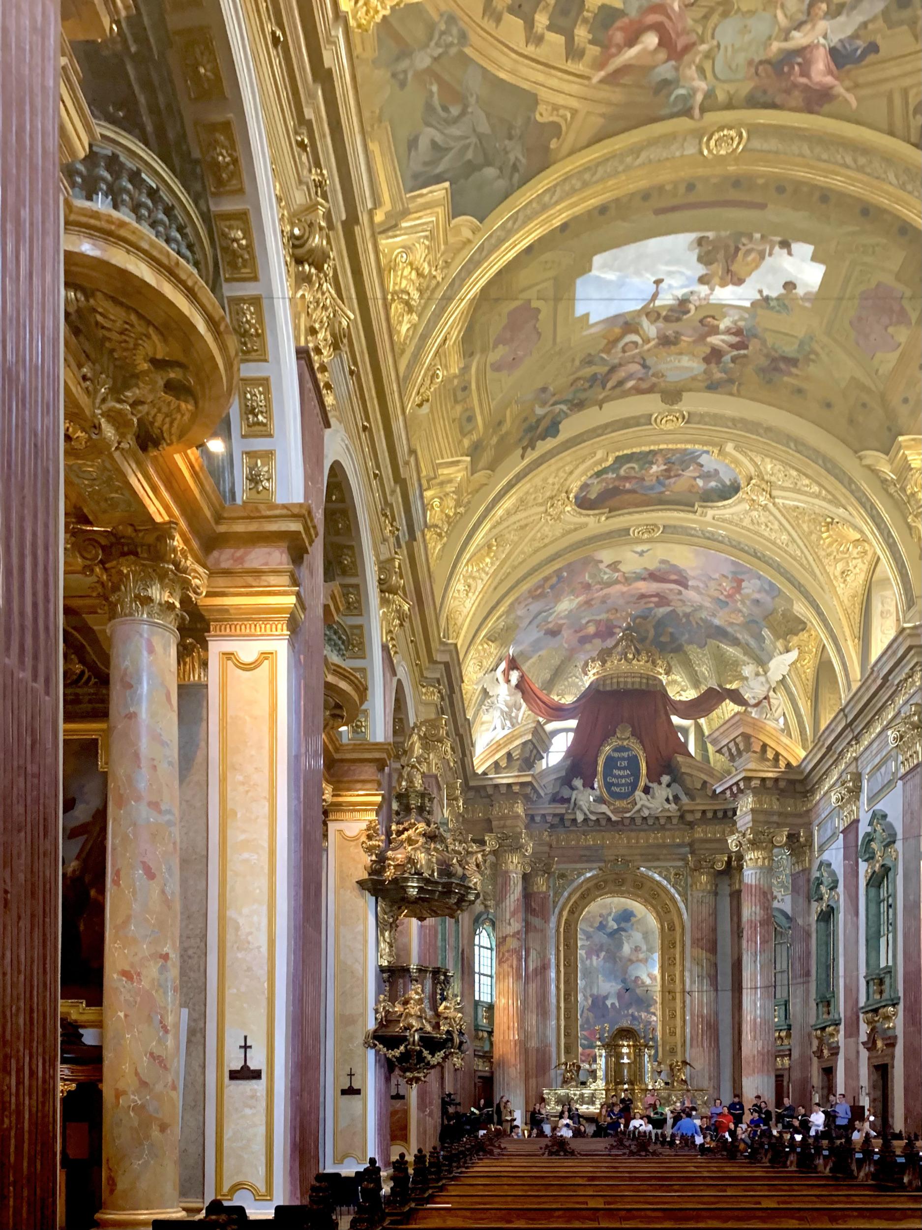 Langraum in der Jesuitenkirche in Wien