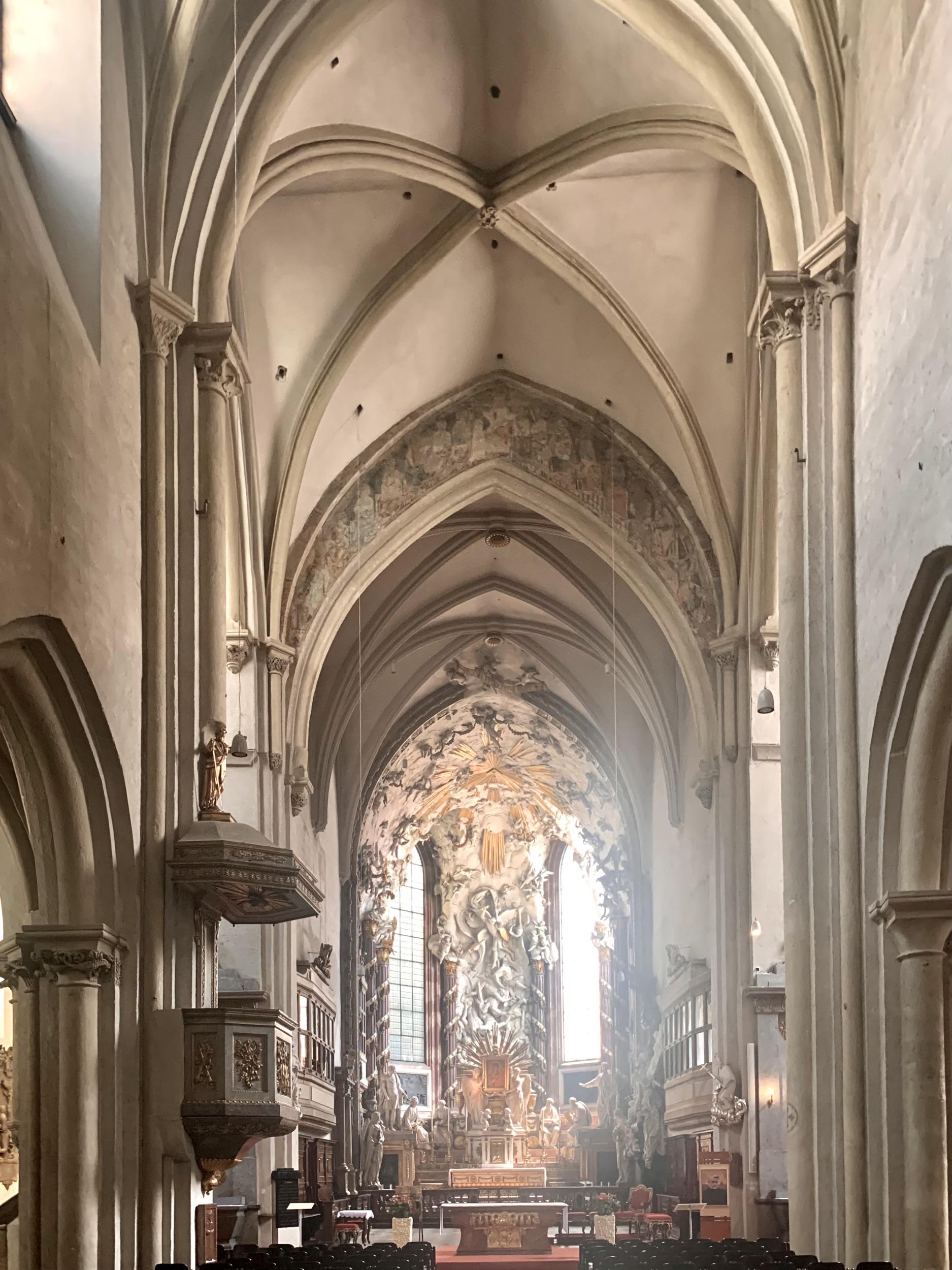 michaeler kirche wien mit herausragendem Barockaltar