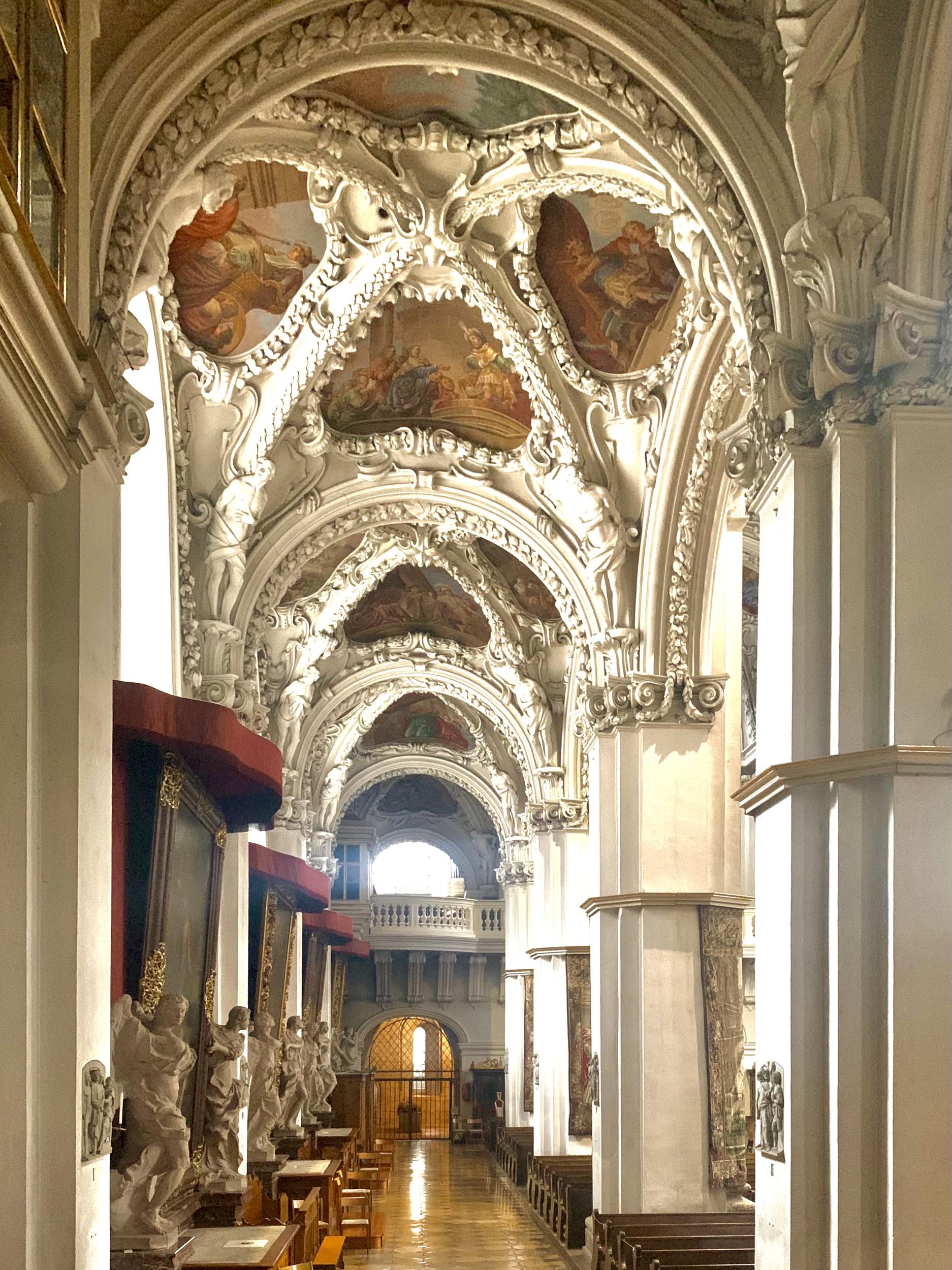 seitenschiff der stiftskirche Kremsmünster
