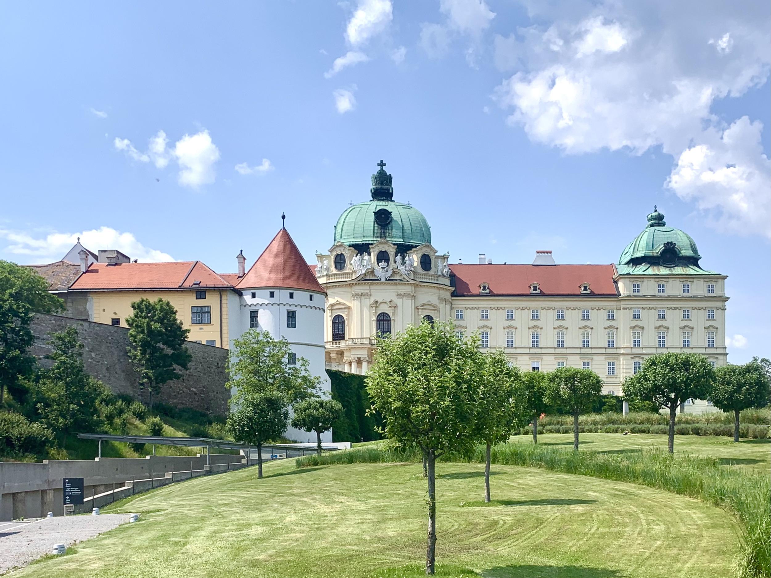 teichgarten über tiefgarage stift klosterneuburg