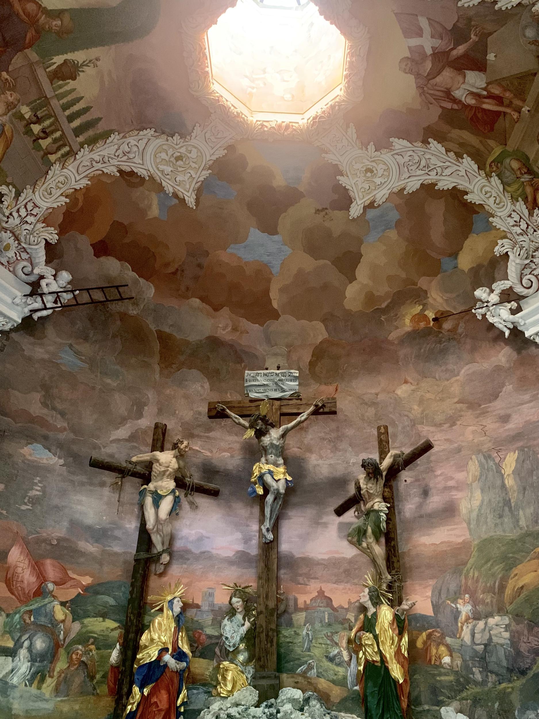 Kuppelauge mit Kalvarienberggruppe in Hallstatt